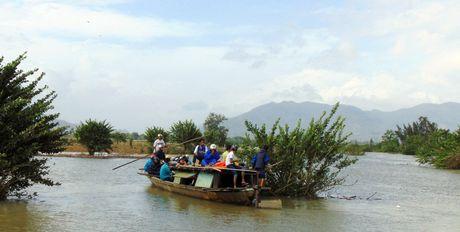 Mua lu lam nhieu xa o phia Tay tinh Quang Nam bi co lap hoan toan - Anh 3