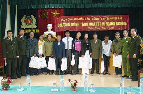 Tin tuong, dong hanh cung Bao CAND lam thien nguyen - Anh 1