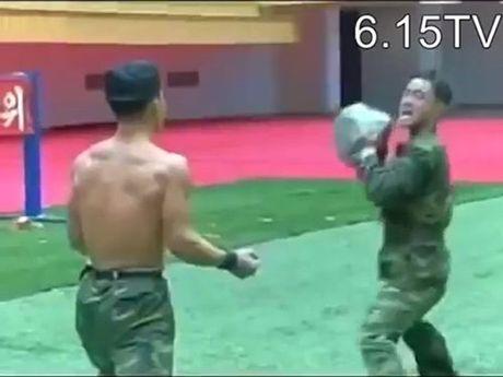 Kung-fu linh Trieu Tien: Dao, sat, da…chi la xop - Anh 2