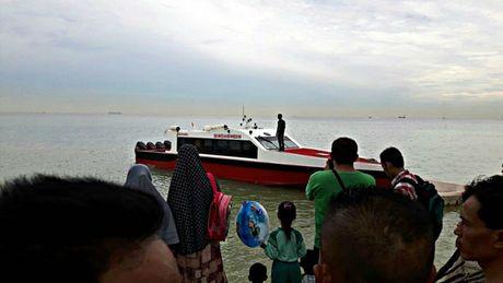 Chim tau o Indonesia, it nhat 20 nguoi thiet mang - Anh 1