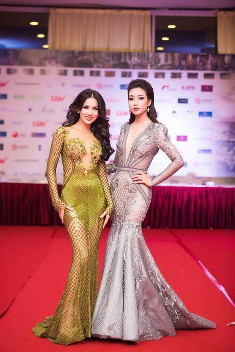 Hoa hau My Linh - A hau Thanh Tu mac 'do doi' tai tham do LHP - Anh 10