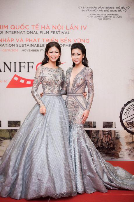 Hoa hau My Linh - A hau Thanh Tu mac 'do doi' tai tham do LHP - Anh 1