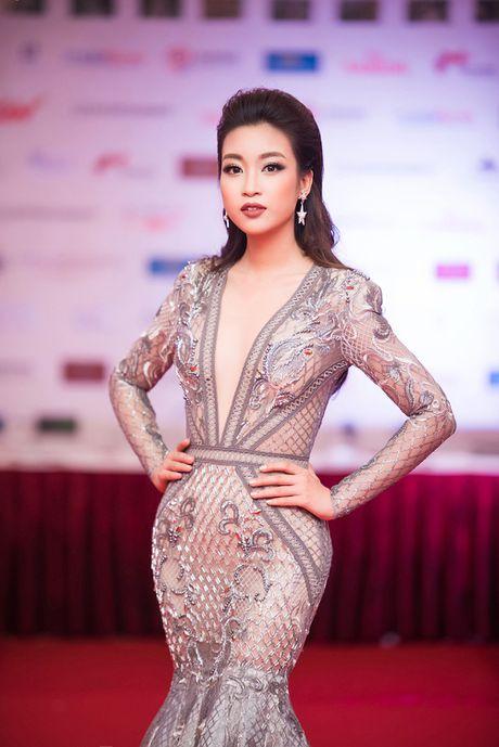 Hoa hau My Linh - A hau Thanh Tu mac 'do doi' tai tham do LHP - Anh 3