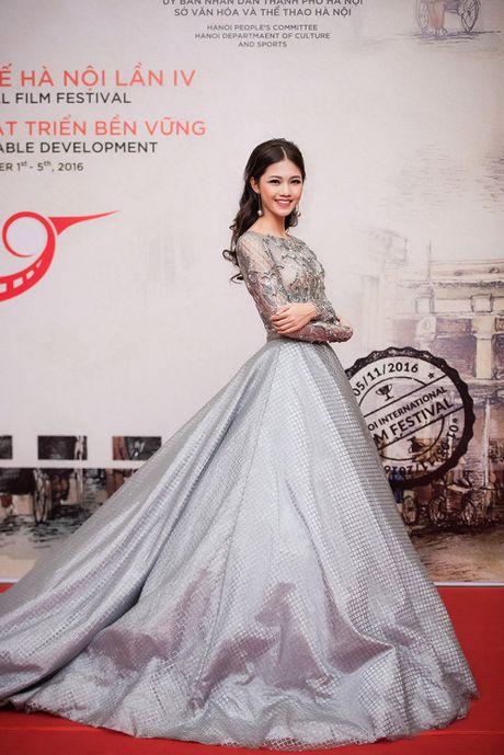 Hoa hau My Linh - A hau Thanh Tu mac 'do doi' tai tham do LHP - Anh 5