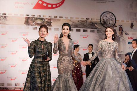 Hoa hau My Linh - A hau Thanh Tu mac 'do doi' tai tham do LHP - Anh 8