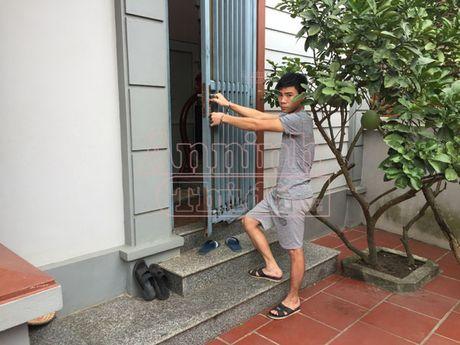 Bat khan cap cong nhan trom xe cua chu cu - Anh 1
