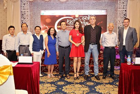 Truong Ngoc Anh lam giam khao giai thuong 'Qua chuong vang 2016' - Anh 1
