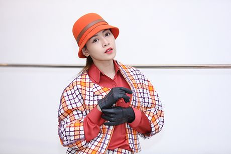 Chi Pu doi style ca tinh voi trang phuc cua NTK Xuan Le - Anh 1