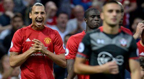 Shaw tiet lo bat ngo ve Ibrahimovic, mung cho Schweinsteiger - Anh 1