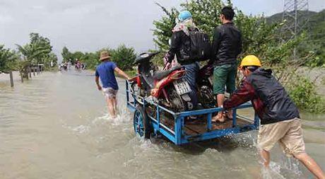 Hang loat thuy dien xa tran, dan Quang Nam cuong cuong chay lu - Anh 3
