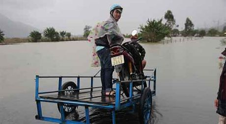 Hang loat thuy dien xa tran, dan Quang Nam cuong cuong chay lu - Anh 4