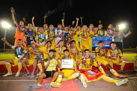 'Vien binh' U.19 giup U.21 Ha Noi T&T bao ve chuc vo dich - Anh 11