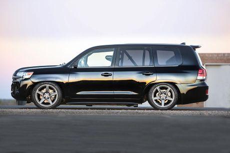 Soc voi Toyota Land Cruiser do 2000 ma luc dat 354km/h - Anh 2