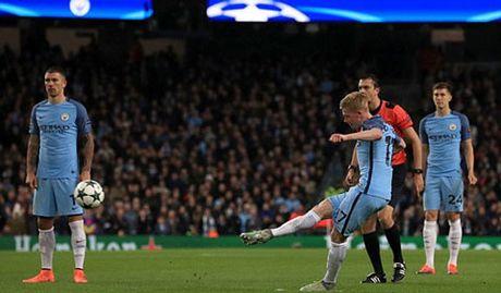 Messi ghi ban, Barca van tham bai truoc Man City tai Etihad - Anh 2