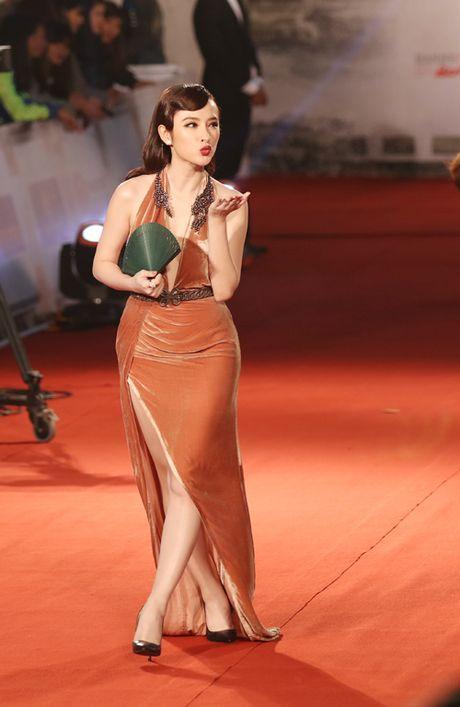 Angela Phuong Trinh bi moi khoi tham do vi mac qua bao, tao dang qua lau - Anh 2