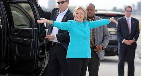 Clinton chuan bi phao hoa mung thang cu? - Anh 1