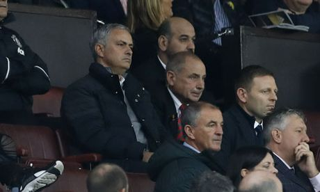 Mourinho lan thu hai bi FA phat trong mot tuan - Anh 1