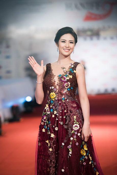 Hoa hau Ngoc Han long lay lam MC Lien hoan phim quoc te Ha Noi - Anh 3
