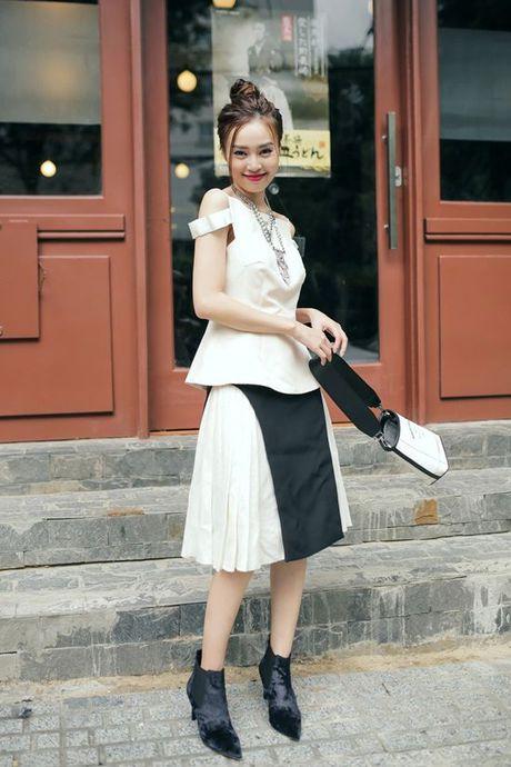 Ninh Duong Lan Ngoc khoe street style pha cach voi thoi trang thu dong - Anh 16