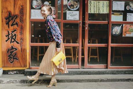 Ninh Duong Lan Ngoc khoe street style pha cach voi thoi trang thu dong - Anh 2