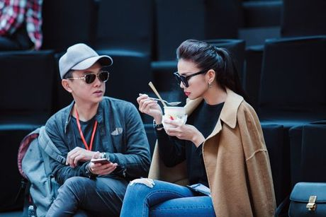 Thanh Hang an voi mi goi tat bat tong duyet Vietnam International Fashion Week Thu/Dong 2016 - Anh 4