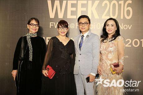 Angela Phuong Trinh chi hon 1 ty cho phu kien thoi trang tren tham do Vietnam International Fashion Week - Anh 11