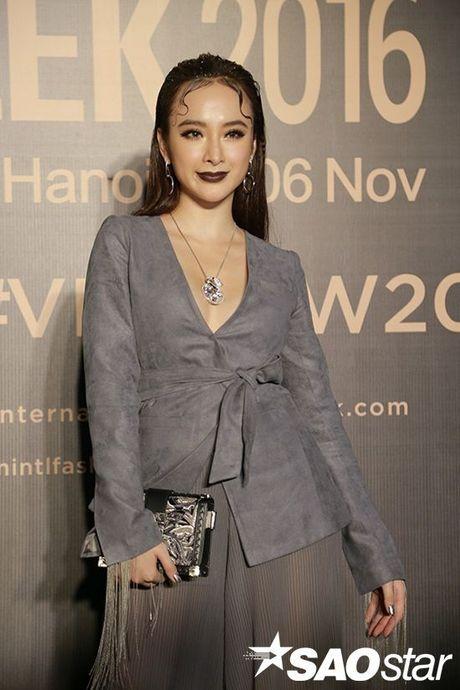 Angela Phuong Trinh chi hon 1 ty cho phu kien thoi trang tren tham do Vietnam International Fashion Week - Anh 1