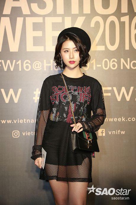Angela Phuong Trinh chi hon 1 ty cho phu kien thoi trang tren tham do Vietnam International Fashion Week - Anh 9