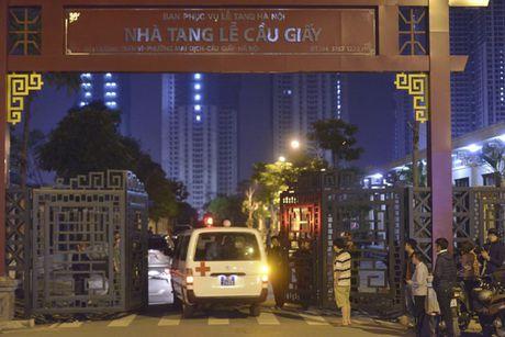 Thau dem khoc ngat 'cho nguoi than' tai nha tang le Cau Giay - Anh 3