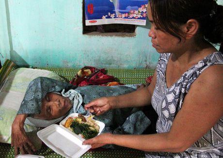 Quang Tri: Bep lua vung lu tat ngum, Hoi Phu nu nau com tiep te cho nguoi dan - Anh 4