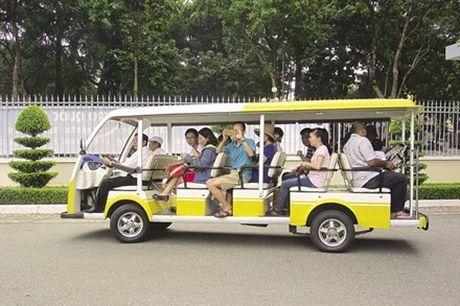 TPHCM: Trien khai 3 tuyen xe buyt dien khong tro gia - Anh 1