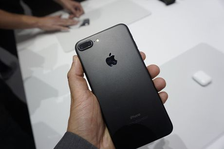 Nguoi dung phan nan camera iPhone 7 Plus bi loi 'mau nuoc' - Anh 1