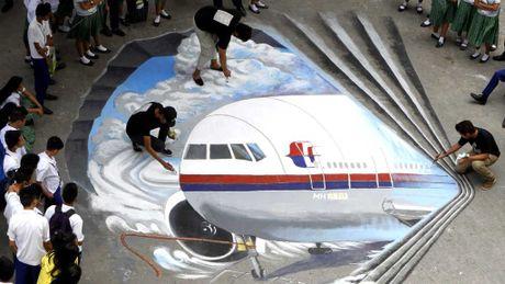 Bao cao moi: May bay MH370 lao nhanh xuong bien truoc khi mat tich - Anh 1