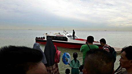 Chim tau ngoai khoi Indonesia, it nhat 21 nguoi thiet mang - Anh 1