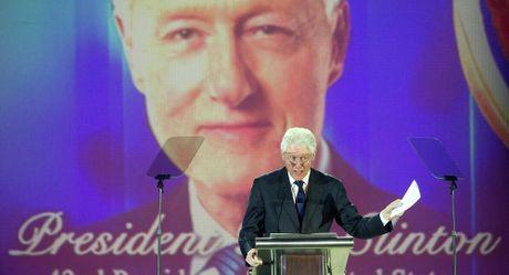 FBI tung qua bom thu hai: Chong ba Clinton tung bi dieu tra tham nhung - Anh 1