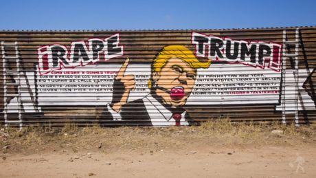 Trump, Clinton: Tran trui va day khieu khich - Anh 5