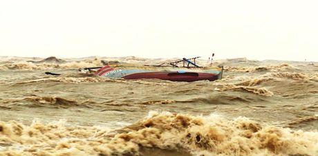 Quang Binh: Hai nguoi mat tich, hon 18 nghin ngoi nha chim trong lu - Anh 2
