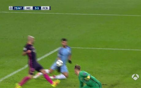 Barcelona nhan oan 1 ban thua truoc Man City - Anh 1