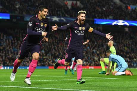 Messi mang cau thu Man City 'ngu ngoc' - Anh 1