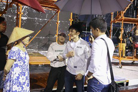 Dan Truong doi mua den tap live show cua Viet Huong - Anh 2