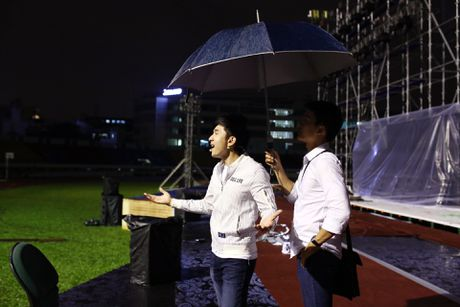 Dan Truong doi mua den tap live show cua Viet Huong - Anh 3