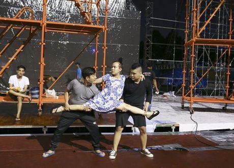 Dan Truong doi mua den tap live show cua Viet Huong - Anh 5