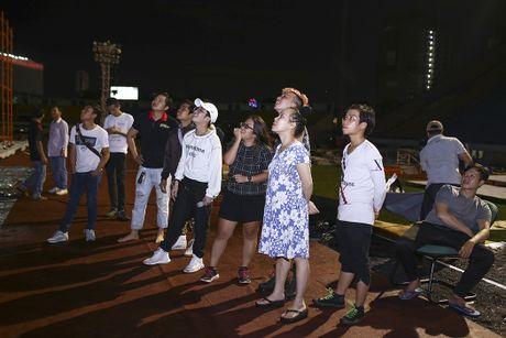 Dan Truong doi mua den tap live show cua Viet Huong - Anh 6