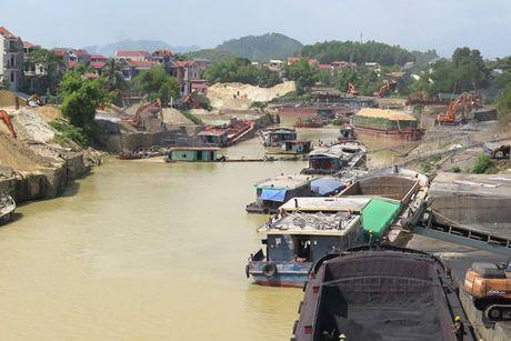 Thai Nguyen: Duoi song un tac, tren bo xe qua tai pha duong - Anh 1