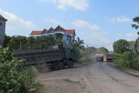 Thai Nguyen: Duoi song un tac, tren bo xe qua tai pha duong - Anh 2