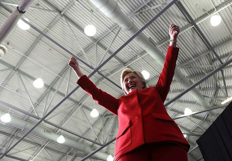 Choang vi ba Clinton tu tin dat phao hoa mung chien thang? - Anh 1