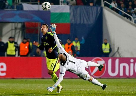 Arsenal: Mesut Oezil da thay doi ki dieu nhu the nao? - Anh 1