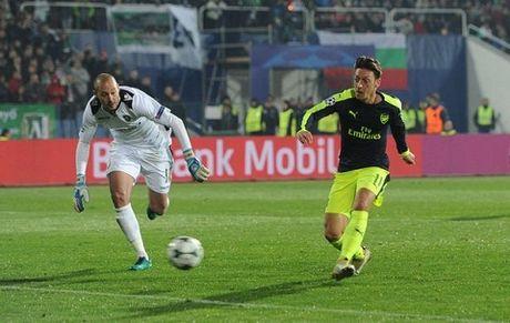 Arsenal: Mesut Oezil da thay doi ki dieu nhu the nao? - Anh 2