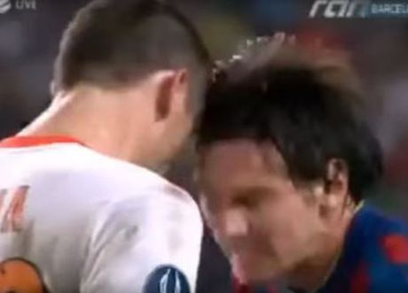 Lionel Messi va 6 khoanh khac 'noi doa' tren san bong - Anh 3