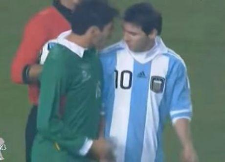 Lionel Messi va 6 khoanh khac 'noi doa' tren san bong - Anh 4
